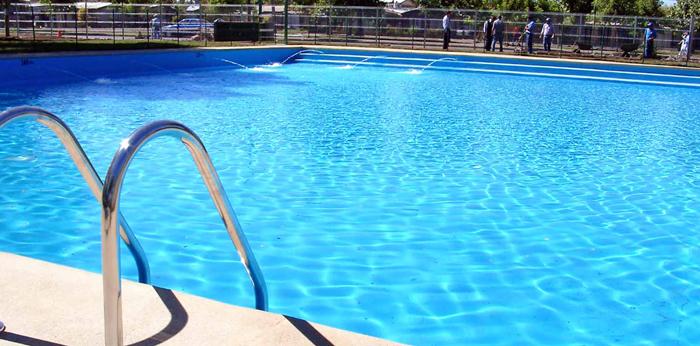 piscina-do-condominio